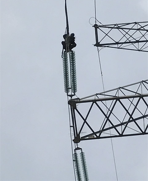 Detection of tension clamp in transmission power line